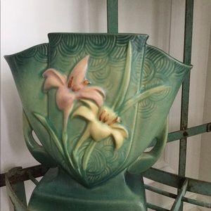 Vintage Roseville lily fan vase